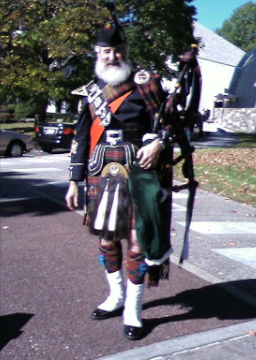 Pipe Major Jonathan Henken