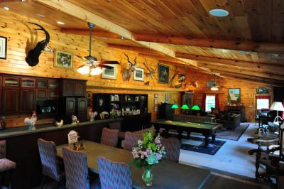 Open Great Room - Entertainment Lodge