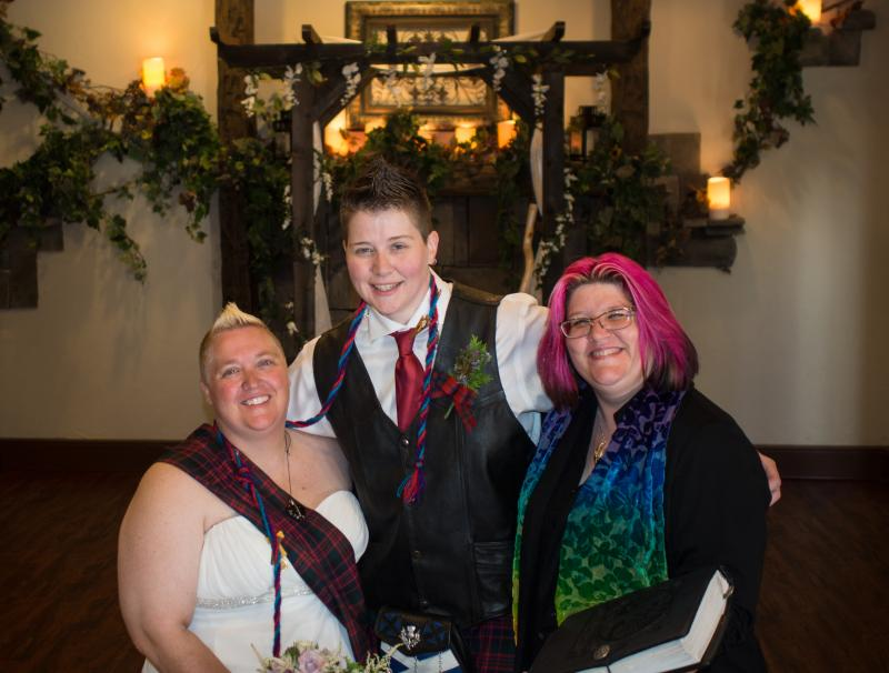 Sharon & Nikki celebrate their traditional Scottish handfasting in July 2015.