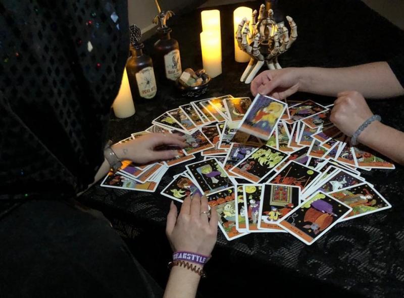 Tarot Card Reader - Fortune Tellers