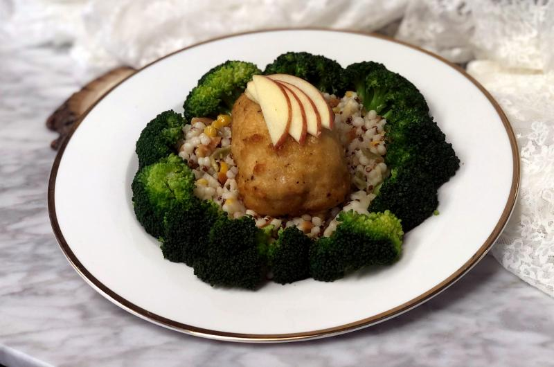 Breaded Chicken Stuffed with Apple and Brie